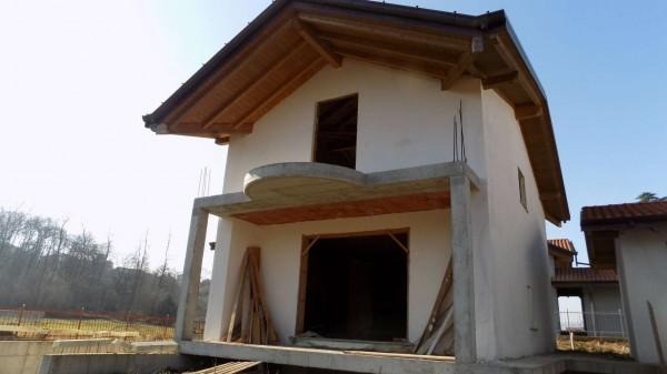 Casa indipendente in vendita a Brebbia, 239 mq - Foto 1