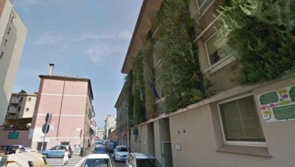 Negozio in vendita a Genova, Sestri Ponente, 30 mq