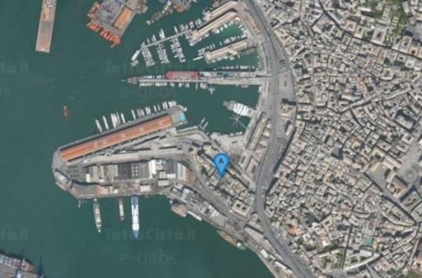 Locale Commerciale  in affitto a Genova, Porto Antico, 330 mq