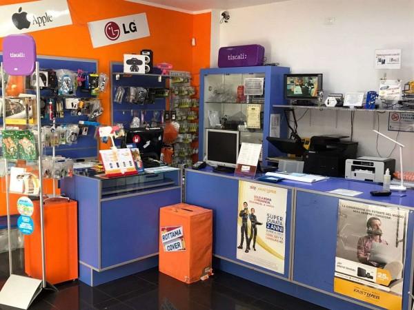 Locale Commerciale  in vendita a Roma, Arredato, 50 mq