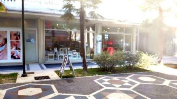 Negozio in vendita a Riccione, 40 mq - Foto 1