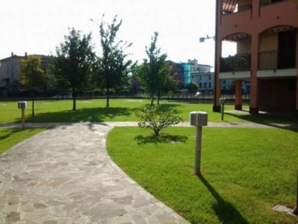 Appartamento in vendita a Muggiò, Montecarlo, Con giardino, 58 mq