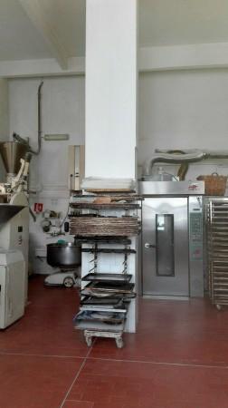 Locale Commerciale  in vendita a Genova, 250 mq
