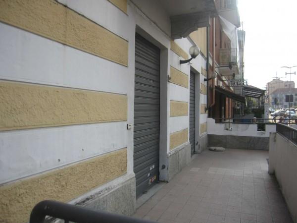 Negozio in vendita a Nichelino, Semicentrale, 80 mq