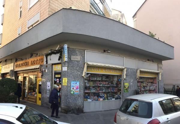 Locale Commerciale  in vendita a Torino, Madonna Di Campagna, 55 mq