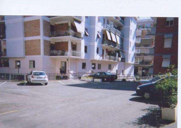 Locale Commerciale  in affitto a Roma, Appio Latino, 210 mq