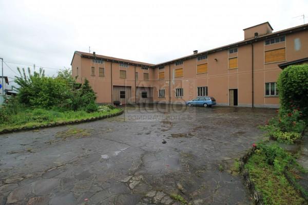 Immobile in vendita a Fara Gera d'Adda, Con giardino, 2096 mq
