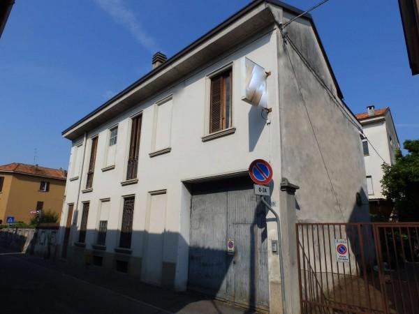 Casa indipendente in vendita a Cabiate, Centro, Con giardino, 306 mq