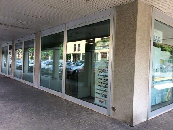 Negozio in vendita a Solaro, 86 mq