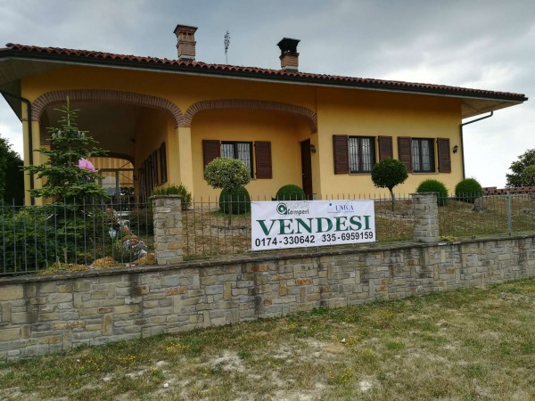 Casa indipendente in vendita a Belvedere Langhe, Centro, Con giardino, 260 mq