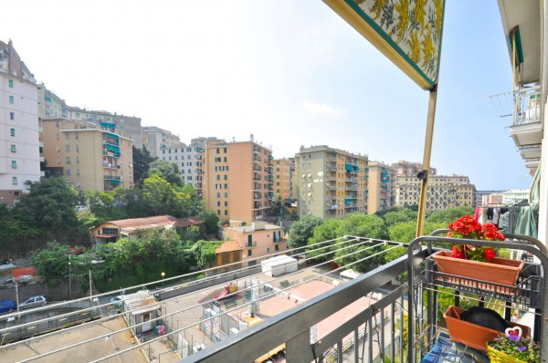 Appartamento in vendita a Genova, 75 mq