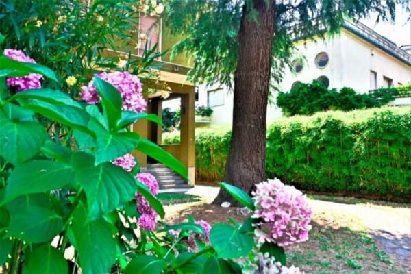 Villa in vendita a Rho, 320 mq