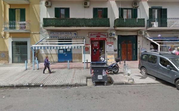 Negozio in affitto a Napoli, 150 mq