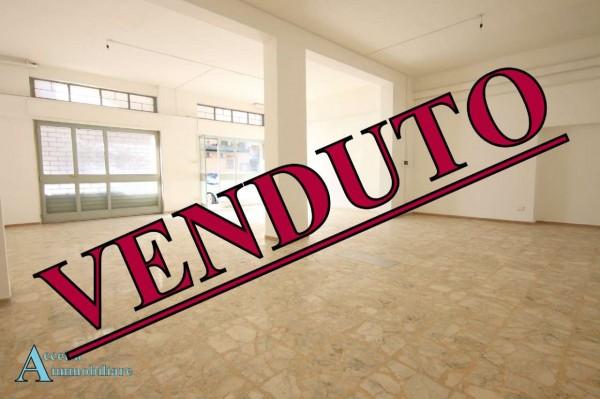 Negozio in vendita a Taranto, Semicentrale, 104 mq