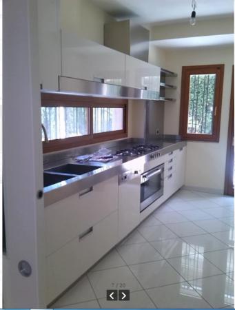 Villetta a schiera in vendita a Lusciano, Via Dell Alibertà, 420 mq