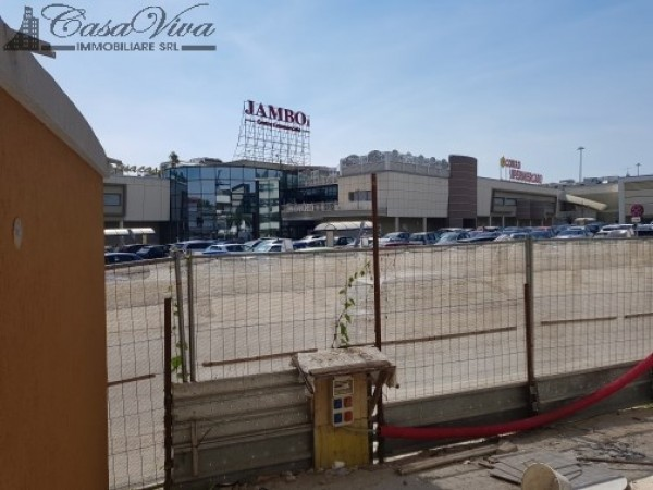 Locale Commerciale  in affitto a Trentola-Ducenta, Jambo, 250 mq