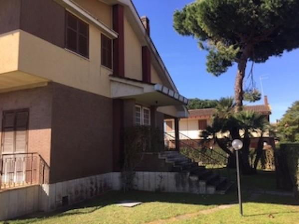 Villa in vendita a Anzio, Lavinio - Poggio, Con giardino, 203 mq