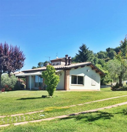 Villa in affitto a Città di Castello, Limitrofo Centro Storico, Con giardino, 120 mq