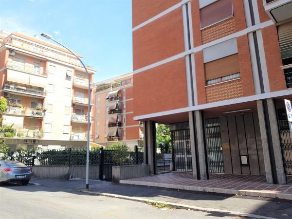 Locale Commerciale  in vendita a Roma, Villa Lais