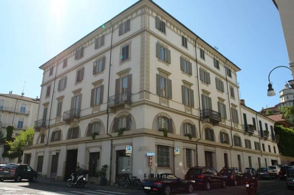 Locale Commerciale  in vendita a Torino, Gran Madre, 75 mq