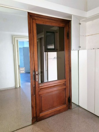 Locale Commerciale  in affitto a Torino, 600 mq