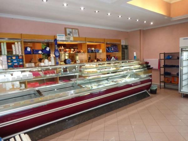 Locale Commerciale  in vendita a Roma, Casal Del Marmo, Arredato, 140 mq