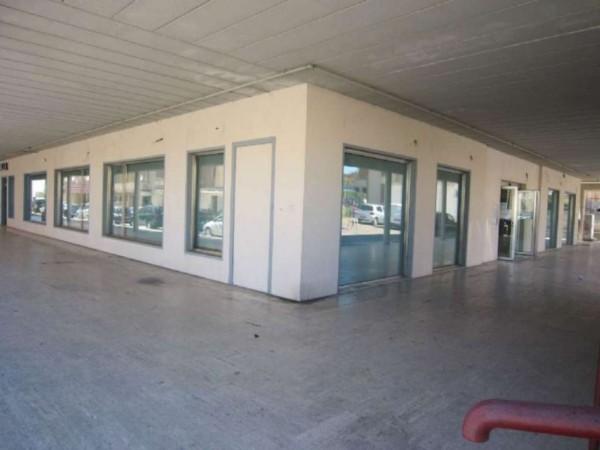 Negozio in affitto a Campobasso, 350 mq - Foto 1