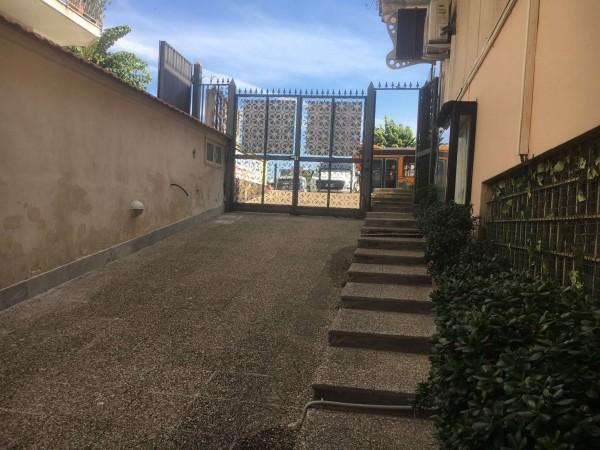 Negozio in vendita a Napoli, 140 mq