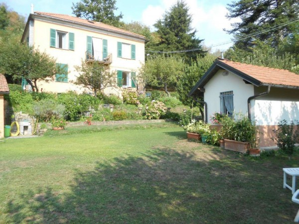 Appartamento in vendita a Torriglia, Adiacenze Via Costa, Arredato, con giardino, 98 mq