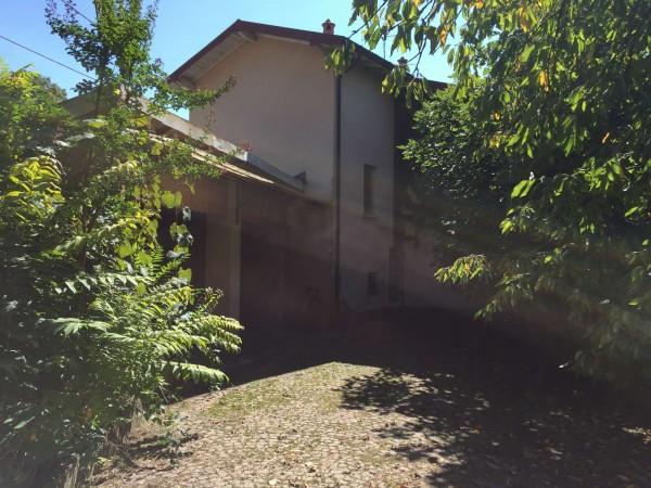 Casa indipendente in vendita a Sangiano, 140 mq