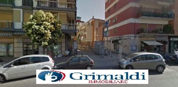 Locale Commerciale  in affitto a Napoli, Soccavo, 220 mq