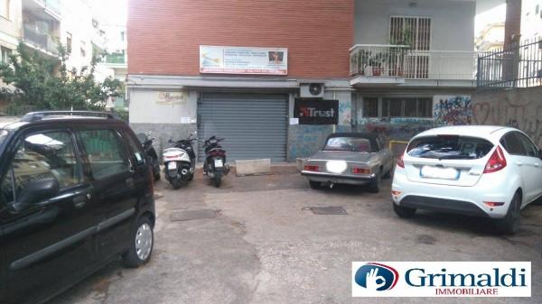 Negozio in affitto a Napoli, Soccavo, 70 mq