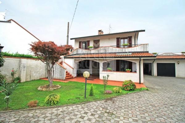 Casa indipendente in vendita a Cassano d'Adda, Naviglio, Con giardino, 120 mq
