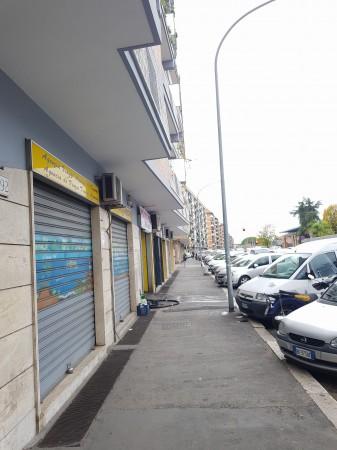 Locale Commerciale  in vendita a Roma, Tuscolano, 50 mq - Foto 2