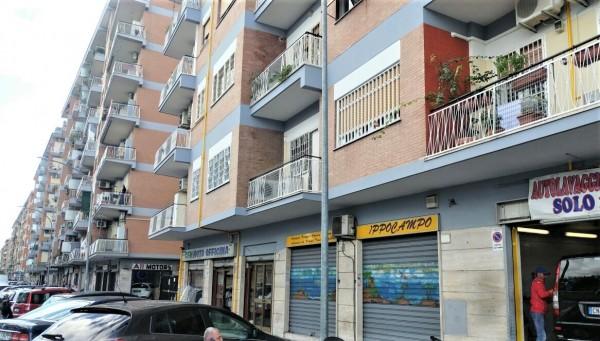 Locale Commerciale  in vendita a Roma, Tuscolano, 50 mq