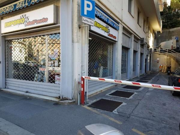 Locale Commerciale  in affitto a Genova, Adiacenze San Martino, 140 mq