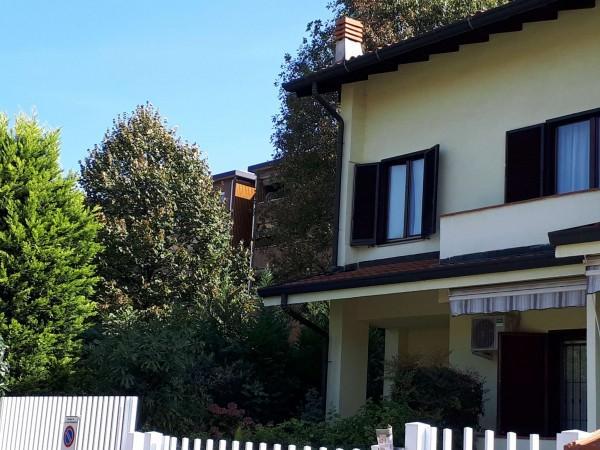 Villa in vendita a Caronno Pertusella, Con giardino, 150 mq