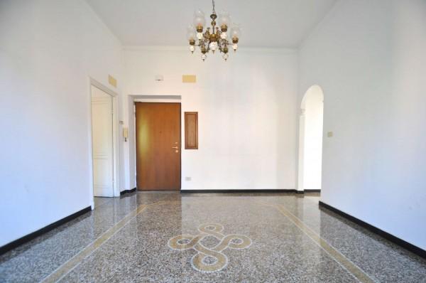 Appartamento in vendita a Genova, 80 mq