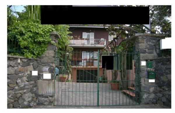 Locale Commerciale  in vendita a Grottaferrata, 190 mq