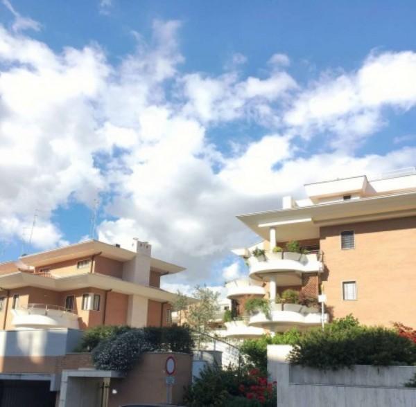 Appartamento in vendita a Roma, Con giardino, 65 mq