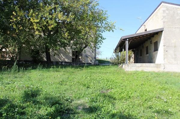 Locale Commerciale  in vendita a Faicchio, Prima Periferia, 300 mq - Foto 1