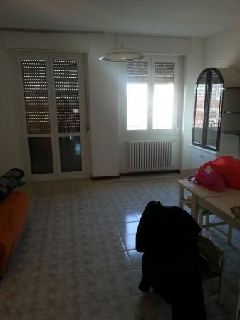 Appartamento in vendita a Garbagnate Milanese, Con giardino, 90 mq