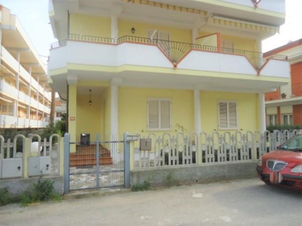 Appartamento in vendita a Alba Adriatica, Pineta, Con giardino, 100 mq