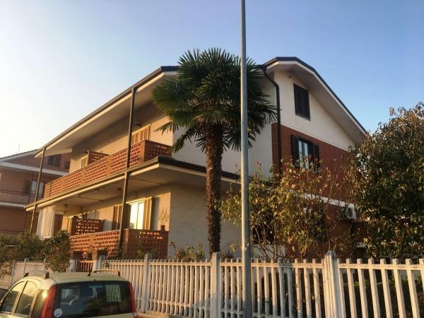 Villa in vendita a Volpiano, Arredato, con giardino, 200 mq
