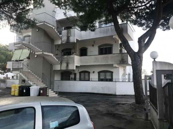 Appartamento in vendita a Pomezia, Con giardino, 80 mq