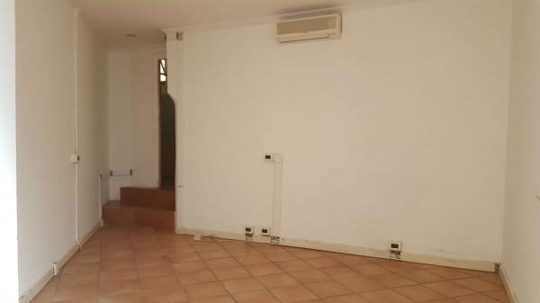 Negozio in vendita a Roma, Quadraro, 24 mq