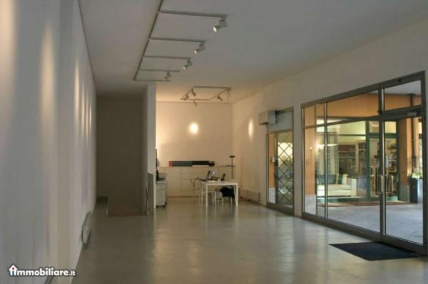 Negozio in vendita a Milano, Quadrilatero Della Moda, 85 mq