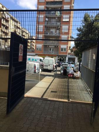 Locale Commerciale  in vendita a Roma, Tuscolana, Arredato, 30 mq - Foto 2