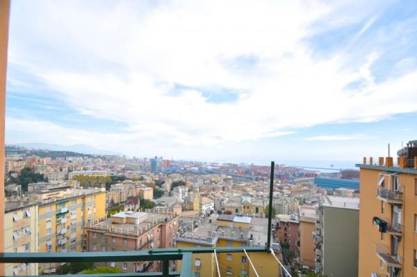 Appartamento in vendita a Genova, 83 mq
