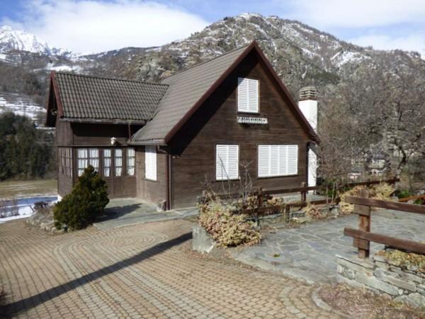 Villa in vendita a Antey-Saint-Andrè, Frazione Petit Antey, Arredato, con giardino, 137 mq - Foto 1